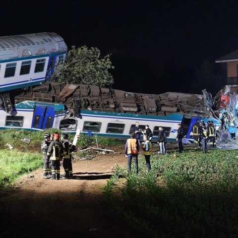 El impacto que produjo el descarrilamiento de dos vagones y de la locomotora a la altura de la localidad de Caluso, tuvo lugar hacia las 11.30 de la noche del miércoles. EFE