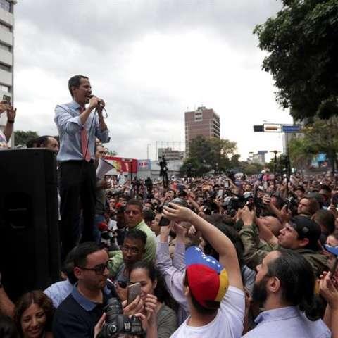 """El jefe del Parlamento de Venezuela, Juan Guaidó, dijo este martes que """"muy pronto"""" reclamará la oficina que necesita para """"trabajar"""" en el palacio presidencial de Miraflores, la sede del Ejecutivo. EFE"""