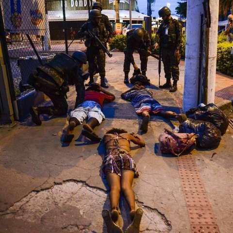 Al menos 62 personas han muerto en condiciones violentas en Vitória, capital del estado brasileño de Espírito Santo, desde el sábado, cuando la policía militar inició una huelga en protesta por la falta de inversión en materia de seguridad. / Foto: EFE