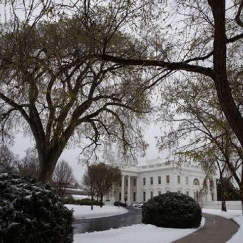 Una tormenta de finales de temporada es una mezcla desordenada de nieve, aguanieve y lluvia en el Atlántico medio, complicando los viajes en Whashington. /  Foto: AP