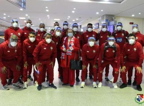 La selección de futsal posa tras su llegada a territorio marroquí. Foto:Fepafut
