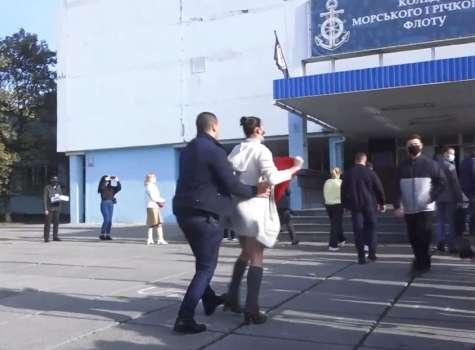 La mujer fue detenida y posteriormente dejada en libertad.