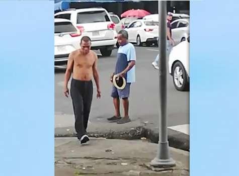 Captan en video riña entre dos hombres en avenida Cuba; uno fue apuñalado