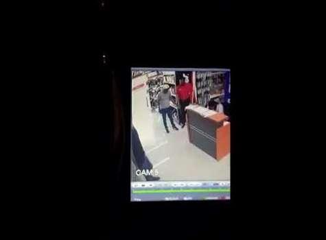 Embedded thumbnail for Hombres armados asaltan local en Calle 50  (Video)