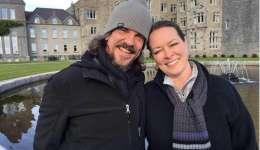 Fotografía de divulgación sin fecha del estadounidense Kurt Cochran (i) junto a su esposa Melissa durante sus vacaciones en Reino Unido. EFE