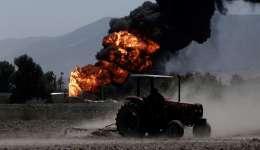 Vista general de un incendio en el oleoducto de Petróleos Mexicanos (Pemex), en el tramo Minatitlan-México. /  Foto: EFE