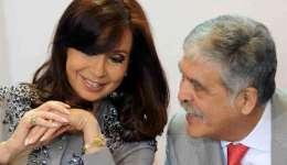 Imagen de 2014 en la que se registró a la presidenta argentina Cristina Fernández junto a su entonces ministro de Planificación, Julio de Vido.  /  Foto: EFE Archivo