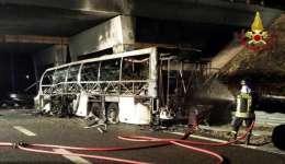 El autobús con jóvenes estudiantes accidentado en Verona - EFE