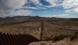 En el año fiscal 2016, la Patrulla Fronteriza realizó 408.870 detenciones de indocumentados en el límite sur, 64.891 de ellas en el área de Tucson , 25.634 en la de El Paso y 19.448 en la de El Centro. EFE/Archivo