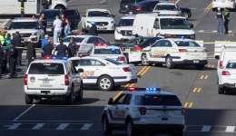 Policías se reúnen en la Anevida de la Constitución tras un incidente en el Capitolio en Washington, Estados Unidos.  /  Foto: EFE