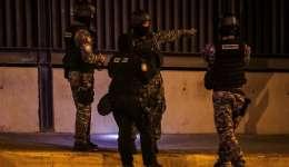 Autoridades investigan en los alrededores de la sede del Tribunal Supremo de Justicia (TSJ) en Caracas (Venezuela). EFE
