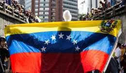 El miércoles y jueves próximos está programado un paro general que aspira a detener toda actividad en las calles del país para presionar a Maduro a que retire la Constituyente. EFE/Archivo