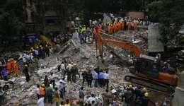 Los rescatistas buscaban a más víctimas entre los escombros, indicó el ministro de Vivienda del estado de Maharashtrate, Prakash Mehta. /  Fotos: AP