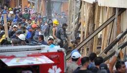 Rescatistas y voluntarios trabajan en las tareas de rescate en el Colegio Enrique Rebsamen en Ciudad de México (México). EFE/STR