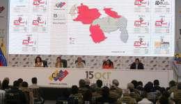 Rectores del Consejo Nacional Electoral (CNE), Tania D' Amelio, Sandra Oblitas, la presidenta Tibisay Lucena, Socorro Hernández y Luis Emilio Rondón, mientras participan en el anuncio de resultados oficiales de las elecciones regionales en Caracas. EFE