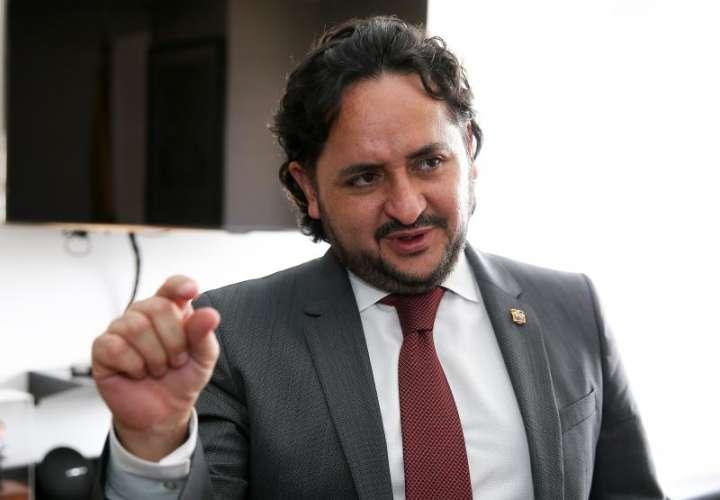 Ecuador presenta estrategia digital para disminuir precios de internet