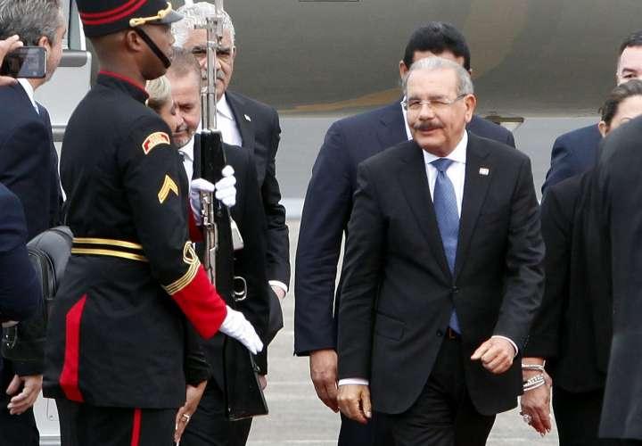 Presidentes de Colombia y Rep. Dominicana llegan a Panamá