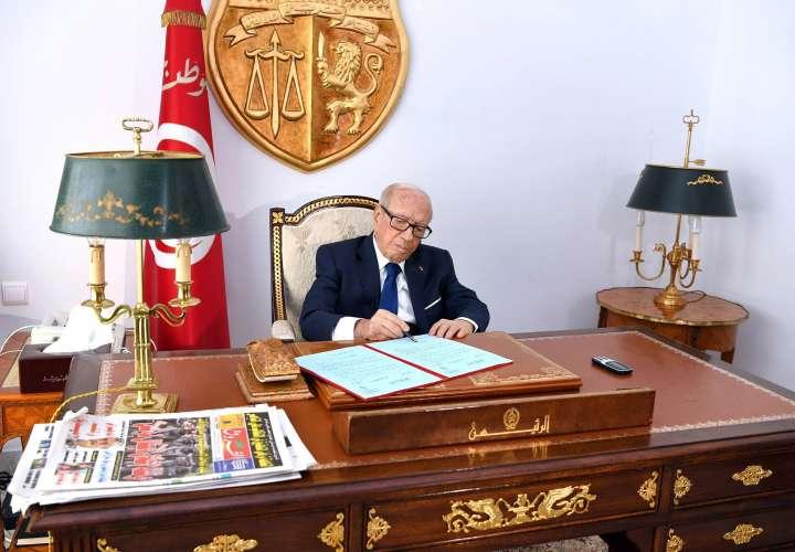 El presidente de Túnez convoca elecciones legislativas y presidenciales