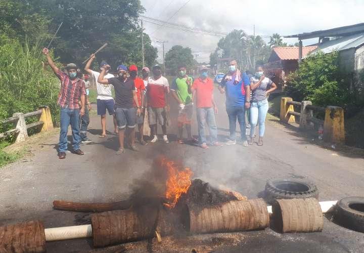 Se multiplican las protestas por falta de bono solidario