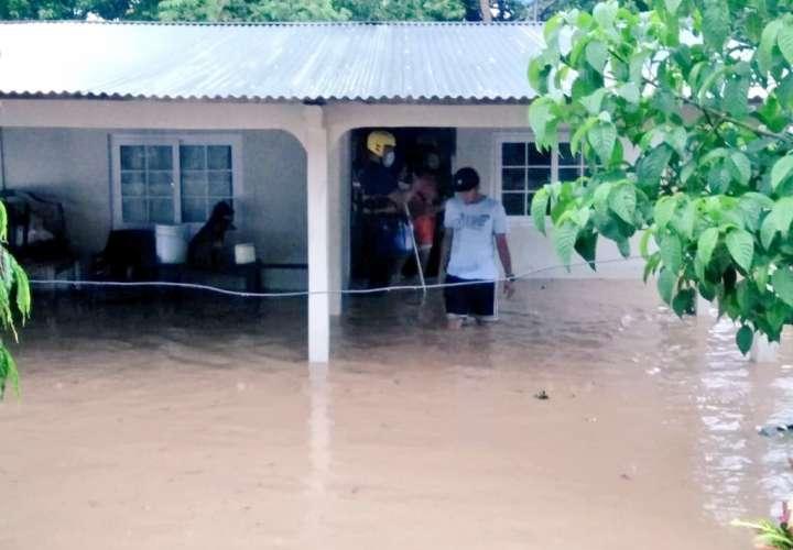 Fuertes lluvias dejan afectaciones en distritos de Herrera