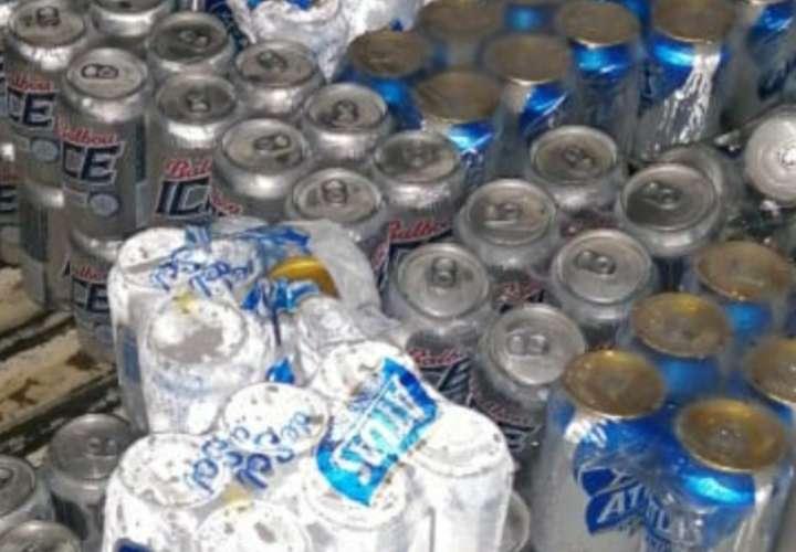 Las bebidas alcohólicas fueron decomisadas y posteriormente se procederá a su destrucción.