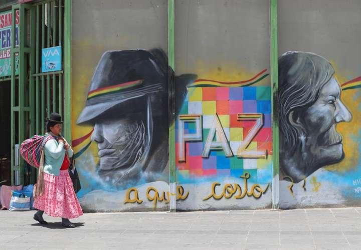 Los bolivianos siguen divididos, un mes después de la salida de Morales