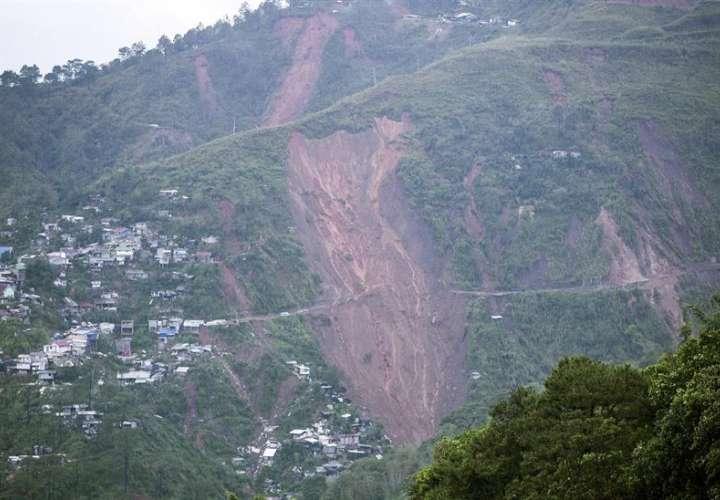 Zona de deslizamientos de tierra causada por el tifón Mangkhut en Itogon, provincia de Benguet, al norte de Manila, Filipinas. EFe