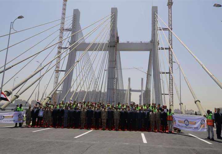 Egipto inaugura el puente más ancho del mundo con la efigie de Al Sisi