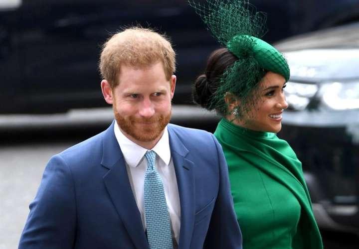 """Duquesa de Sussex quedó """"desprotegida"""" por la monarquía tras un ataque mediático"""