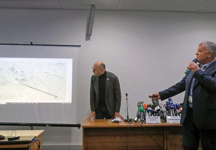 Ukraine International Airlines dice que Irán debía cerrar el aeropuerto