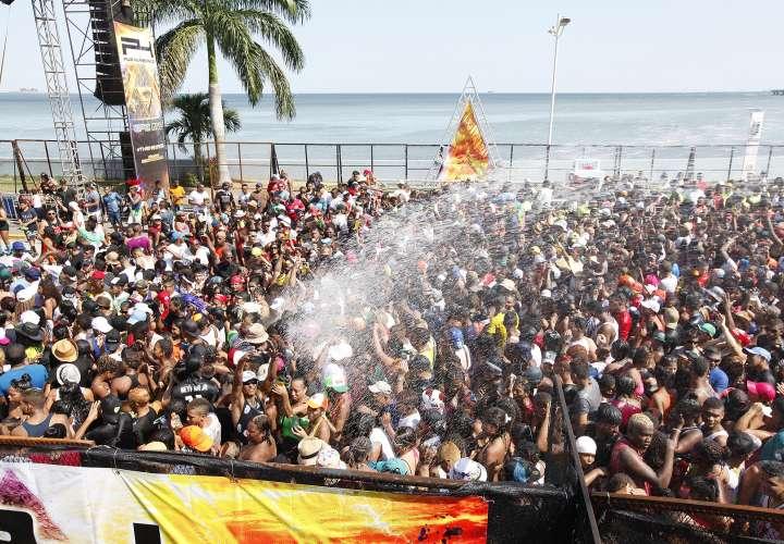 La gente sigue gozando en el segundo día de culecos en la Cinta Costera. (Fotos:Josué Arosemena)