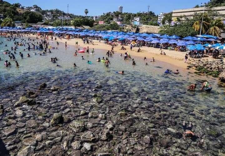México: El mar retrocede y desnuda las playas de Acapulco