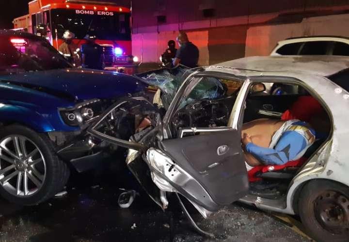 Un muerto y un herido tras una colisión frontal en avenida La Pulida