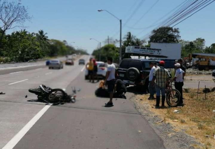 Motorizado muere tras colisión con camioneta que hizo giro indebido (Video)