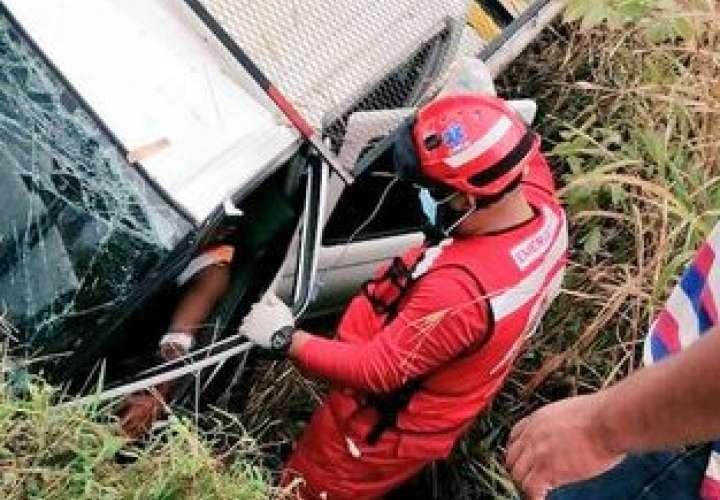 Conductor de pick up pierde el control y cae en cuneta en Tortí