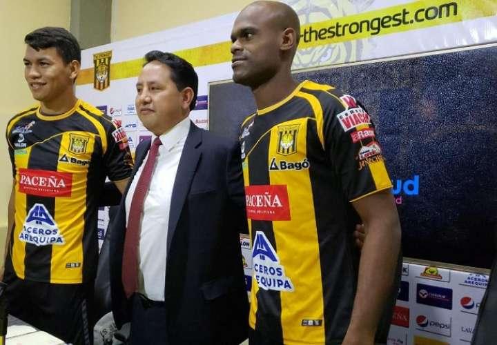 El defensor panameño durante su presentación en The Strongest. Foto: Twitter