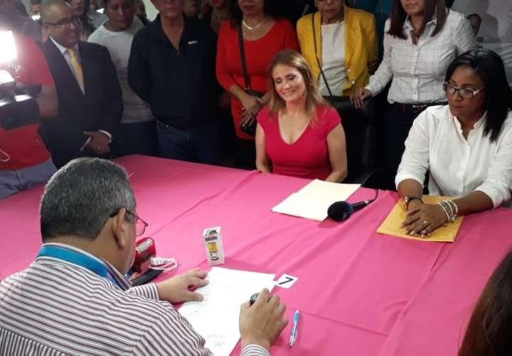 Francolini oficializa su candidatura a través de su esposa