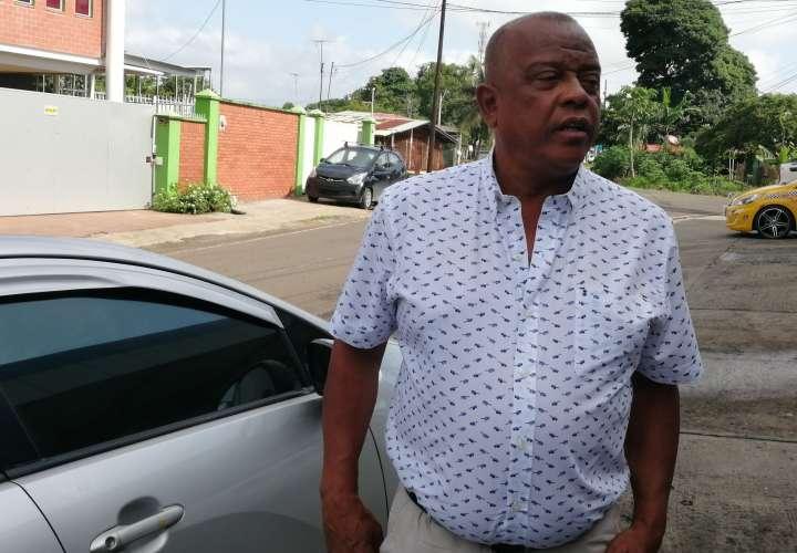 Alcalde Pedro Moró, luego de salir de la Gobernación y la vicealcaldesa Militza Palma. Foto: Eric Montenegro