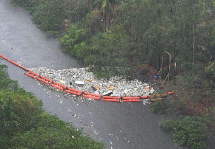 Lluvia, basura y alcantarilladas tapadas provocan inundaciones [Video]