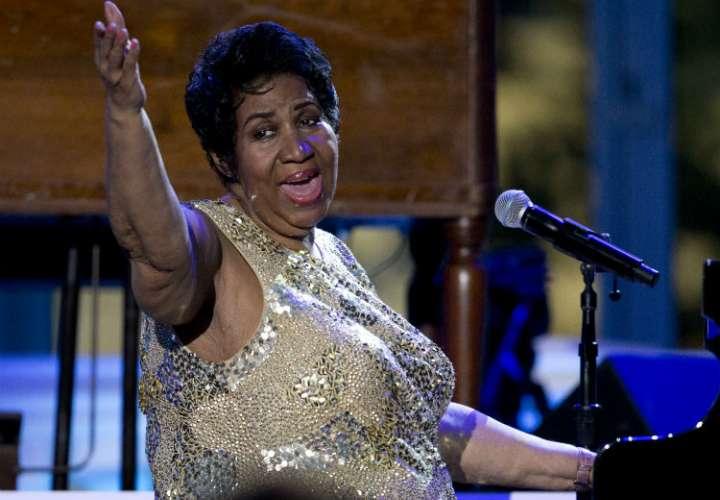 Famosos extienden sus oraciones por Aretha Franklin