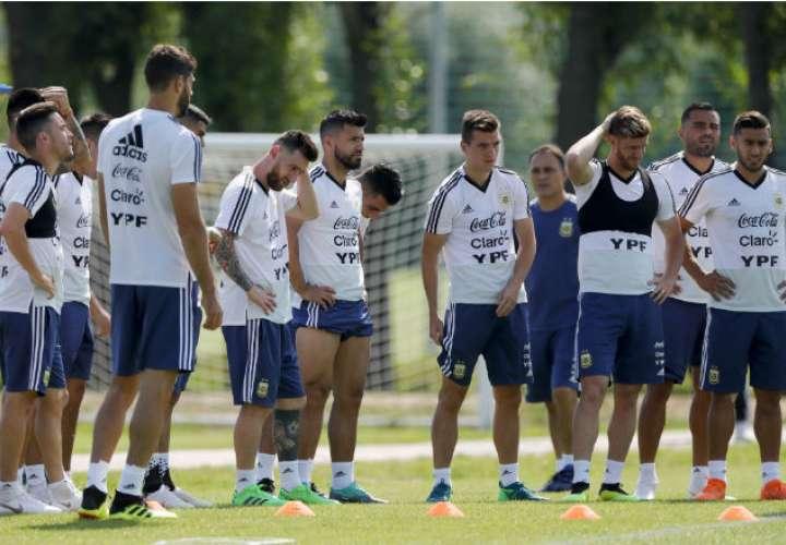 Argentina ensaya penaltis en la sesión previa al duelo de octavos de final