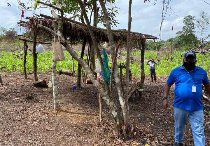 Sorprenden a precaristas cercando terreno en perímetro de cárcel La Joya
