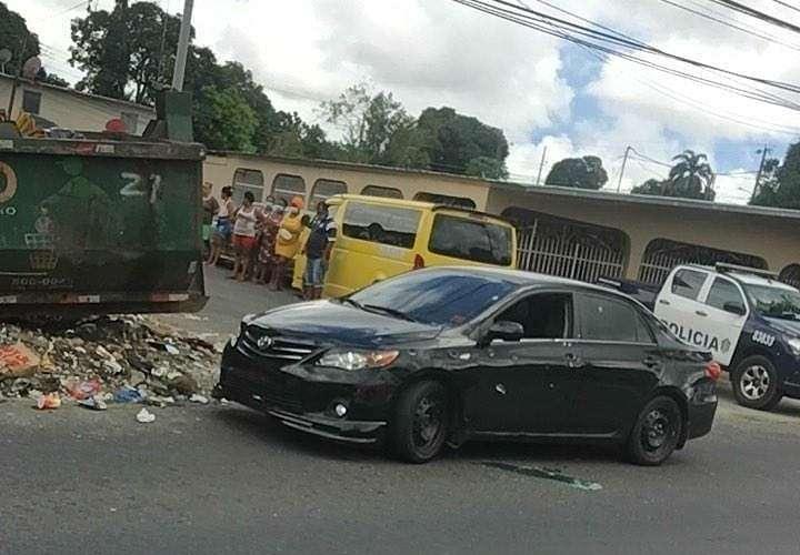 Uno de los autos involucrados en la balacera.