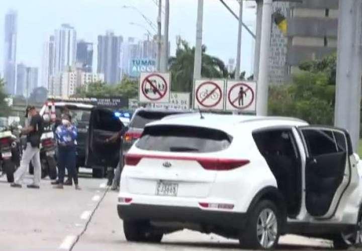 Una mujer muerta y dos heridos deja balacera en el Corredor Sur [Video]