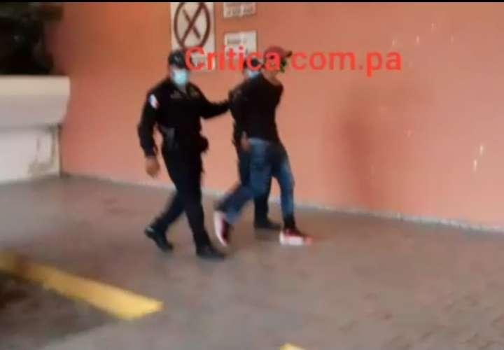 Le meten balazo en la pierna en El Chorrillo  [Video]