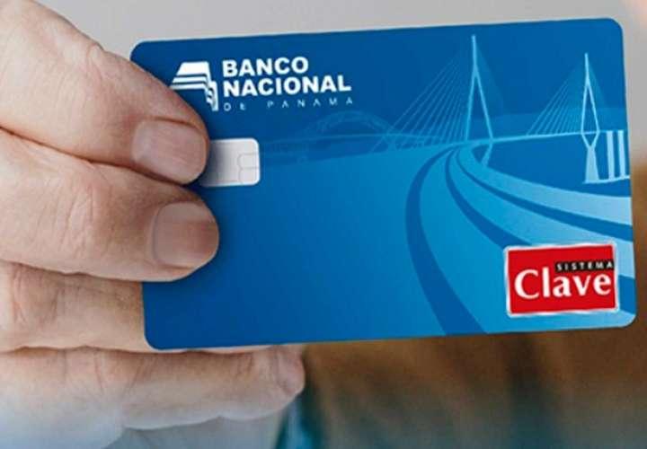 Panameños listos con su tarjeta de débito para cobrar pensión alimenticia