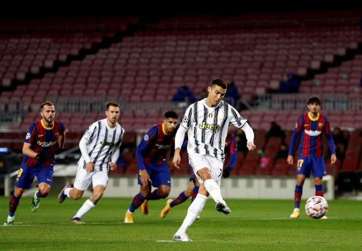 Cristiano consigue de penalti el primer gol de su equipo. /EFE