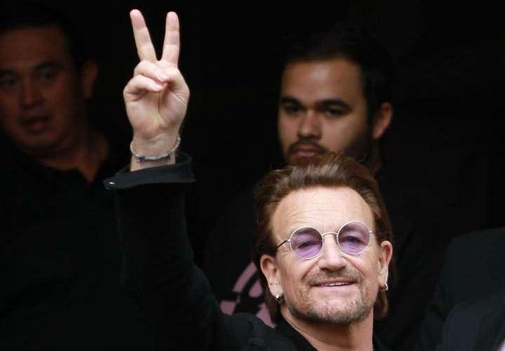 Bono retoma su gira tras pérdida de voz