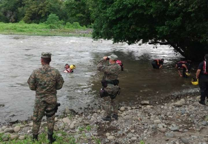 Reactivan búsqueda de pescador arrastrado por cabeza de agua en río de Chiriquí