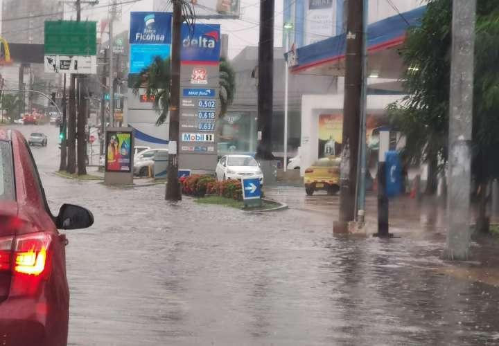 Aguacero parejo. Calles inundadas en la ciudad capital [Video]